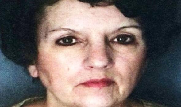 Con gái giấu thi thể mẹ ruột hơn một năm để lấy tiền - ảnh 1