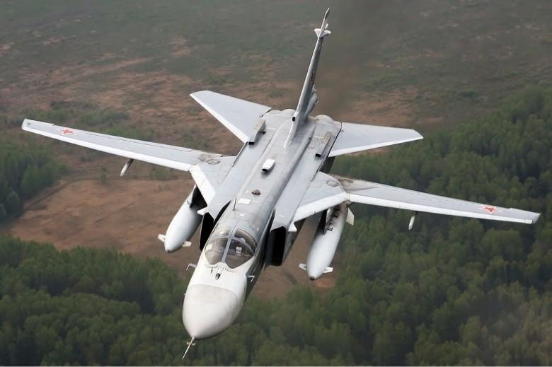 SU-24 Fencer: 'Nắm đấm thép' Putin mang đến Syria - ảnh 1