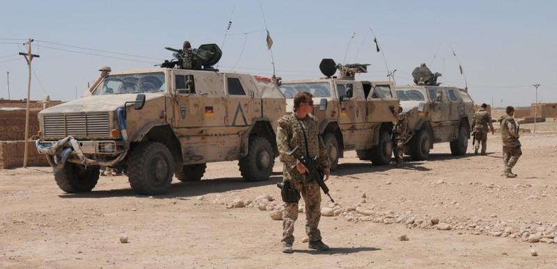Những nước nào cho phép lính nhậu nhẹt trong doanh trại? - ảnh 1