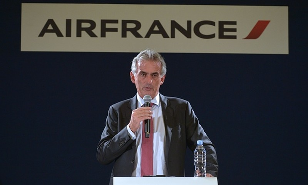 Nhân viên Air France biểu tình, xé quần áo lãnh đạo hãng bay - ảnh 5