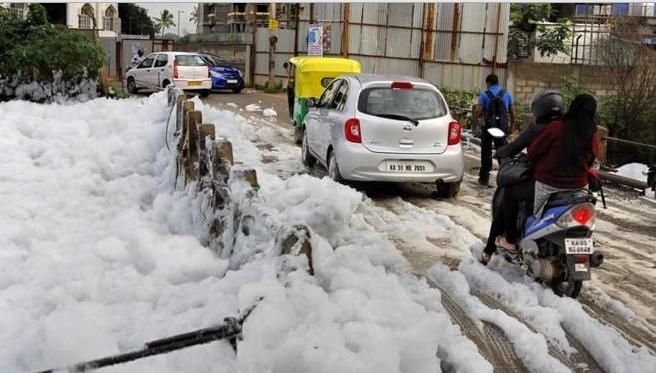 TP Ấn Độ ngập trong bọt trắng vì ô nhiễm - ảnh 2