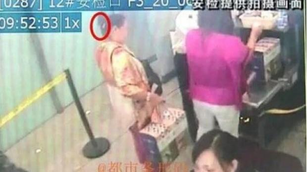 Giấu dao trong búi tóc đem lên máy bay tại Trung Quốc - ảnh 2