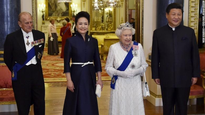 Ông Tập tặng đĩa nhạc cho nữ hoàng Anh - ảnh 2