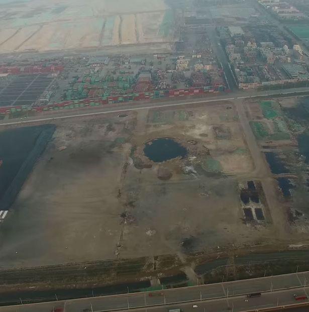 Kinh ngạc địa điểm vụ nổ Thiên Tân như 'miệng núi lửa' - ảnh 2
