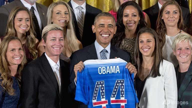 Tổng thống Obama chào đón đội bóng nữ vô địch tại Nhà Trắng - ảnh 1