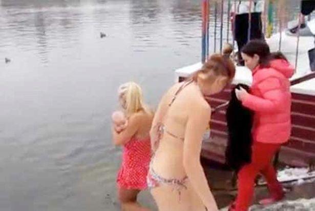 Người mẹ Nga ngâm con 3 tháng tuổi trong nước lạnh - ảnh 1