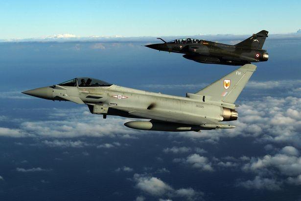 """Pháp dội 20 quả bom vào """"thủ phủ' của IS - ảnh 1"""