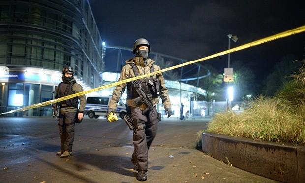 Nóng: Cảnh sát Pháp đấu súng, truy đuổi nghi phạm khủng bố Paris - ảnh 2