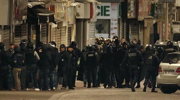 Nữ nghi can tự sát bằng bom là em họ của kẻ chủ mưu khủng bố Paris - ảnh 1