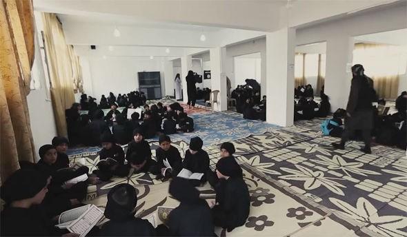 IS tung video ca ngợi trường học cho chiến binh thánh chiến nhí - ảnh 1