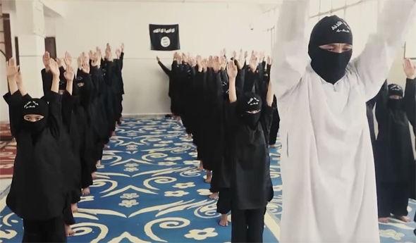 IS tung video ca ngợi trường học cho chiến binh thánh chiến nhí - ảnh 3