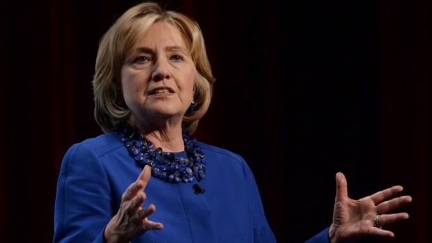 Bà Clinton sẽ chống IS mạnh mẽ hơn ông Obama? - ảnh 1