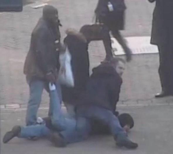 'Hiệp sĩ mù' chặn vụ cướp kim hoàn gần triệu bảng Anh - ảnh 1
