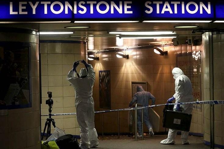 Khủng bố bằng dao tại ga điện ngầm London - ảnh 1