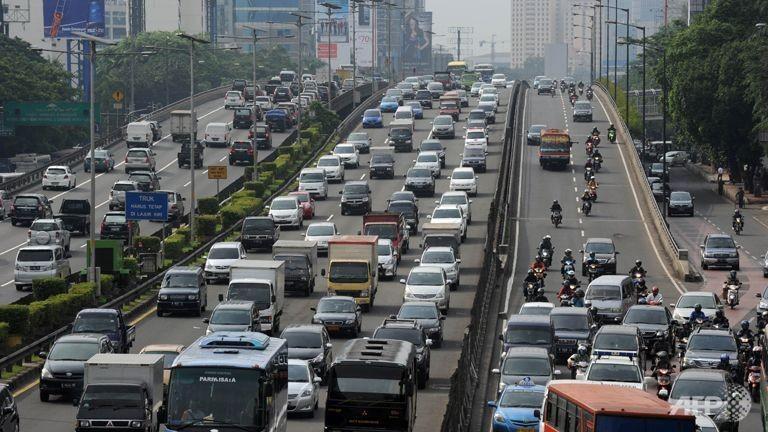 Xe lửa và xe buýt đâm nhau ở Indonesia, 14 người chết - ảnh 1