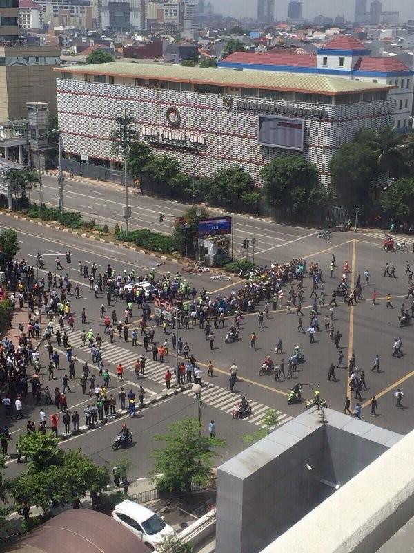 Cuộc tấn công khủng bố tại Indonesia đã kết thúc - ảnh 15