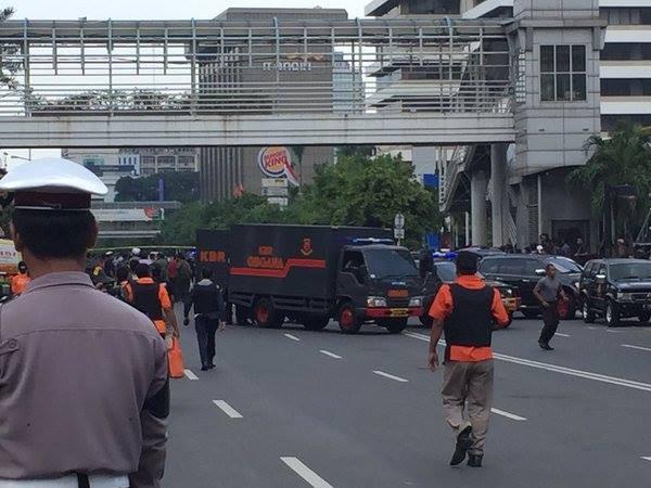 Cuộc tấn công khủng bố tại Indonesia đã kết thúc - ảnh 7
