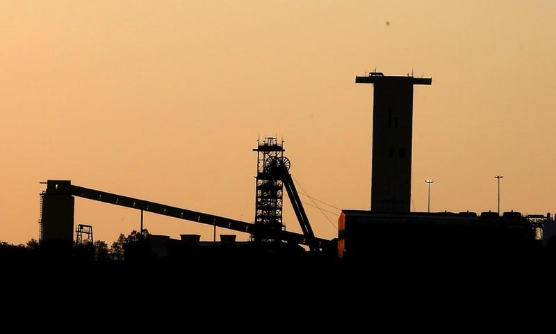 Sập hầm mỏ ở Nam Phi, hơn trăm người bị mắc kẹt - ảnh 1