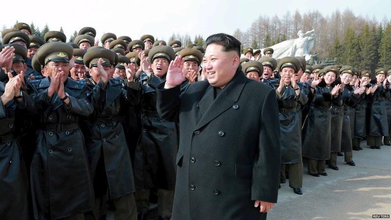 Ông Kim Jong Un trước nguy cơ bị quân đội chống đối - ảnh 3