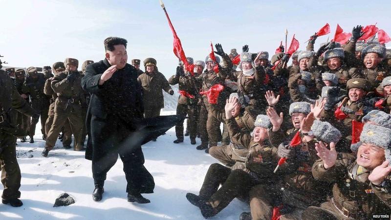 Ông Kim Jong Un trước nguy cơ bị quân đội chống đối - ảnh 1