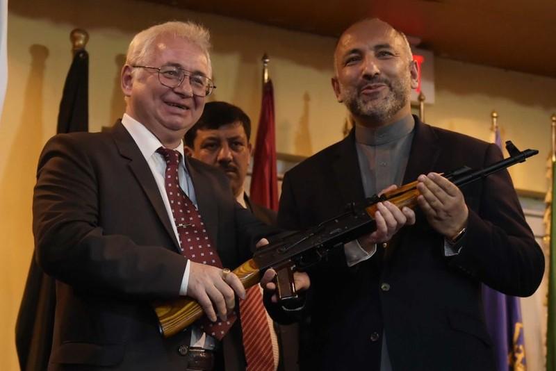 Nga gửi Afghanistan 10.000 khẩu AK-47 'làm quà' - ảnh 1