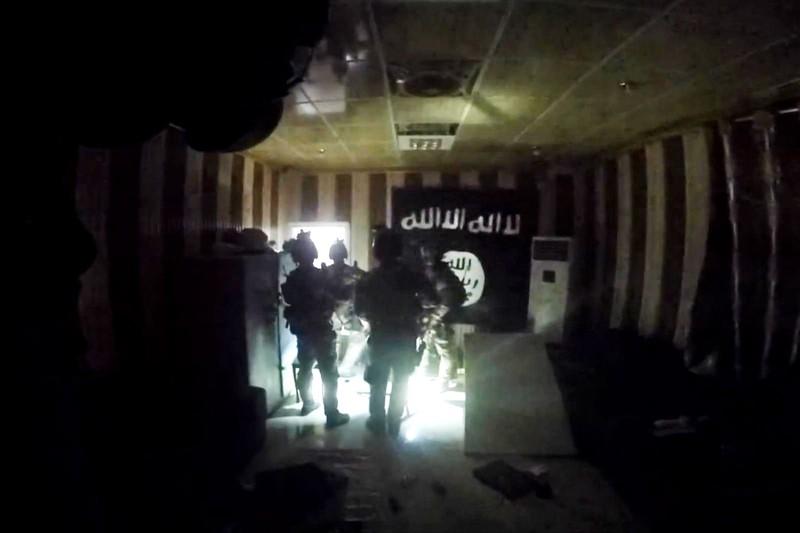 Biệt kích Mỹ tại Iraq bắt sống thủ lĩnh IS cấp cao - ảnh 1