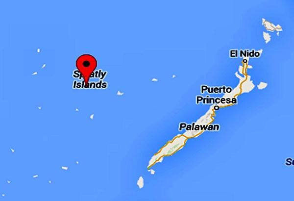 Tàu quân sự Trung Quốc chặn ngư dân Philippines trên biển Đông - ảnh 1