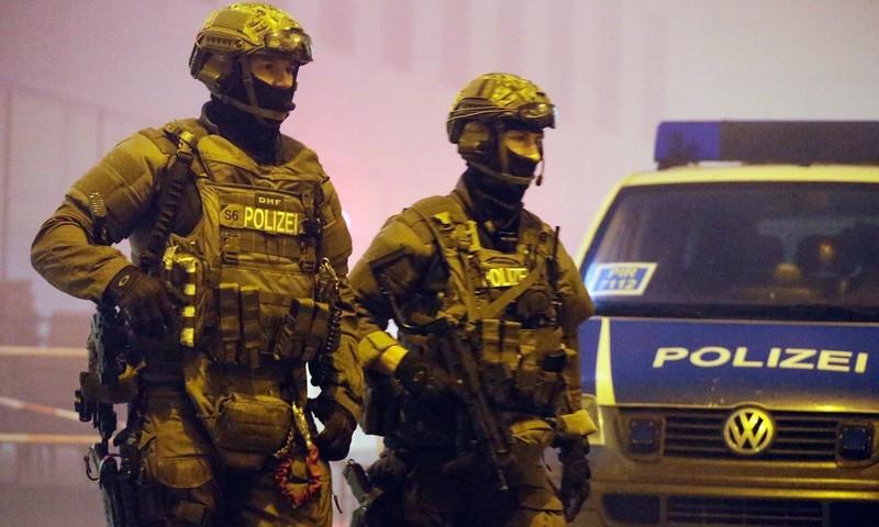 Đức giữ bác sĩ tuyển mộ đánh bom cho IS - ảnh 1