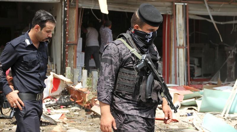 IS đánh bom tự sát làm chết hơn 60 người - ảnh 1