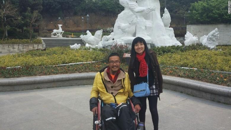 Kỳ tích hơn hai năm ngồi xe lăn du lịch xuyên Trung Quốc - ảnh 1