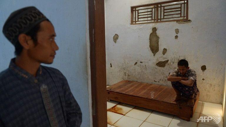 Gần 19.000 bệnh nhân tâm thần bị xiềng xích ở Indonesia - ảnh 2