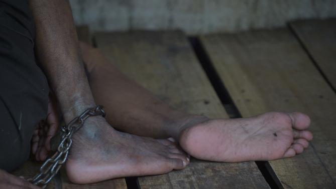 Gần 19.000 bệnh nhân tâm thần bị xiềng xích ở Indonesia - ảnh 1
