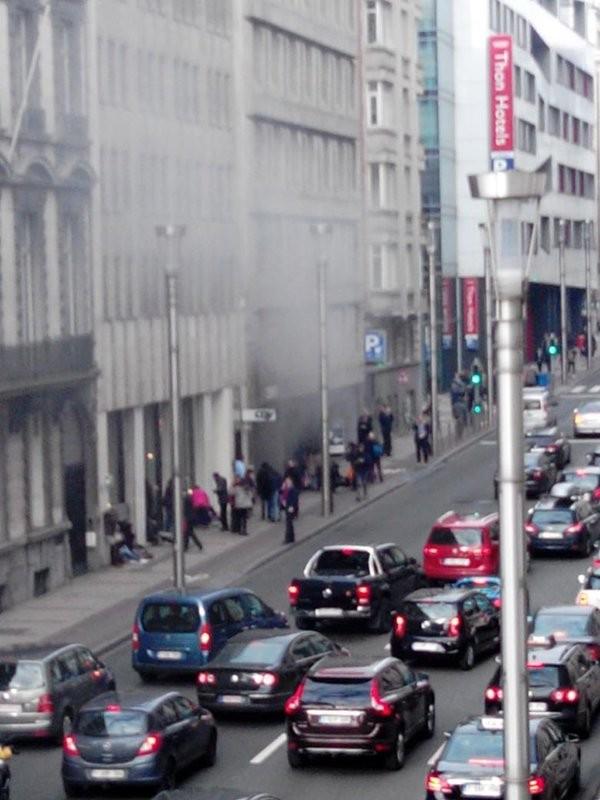 Nổ liên tiếp tại nhà ga Brussels: Nước Bỉ chấn động - ảnh 1