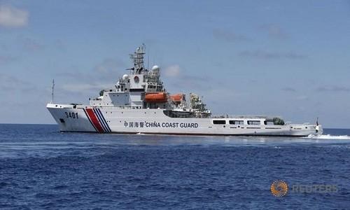Trung Quốc tố ngư dân Philippines ném bom xăng vào tàu hải cảnh - ảnh 1