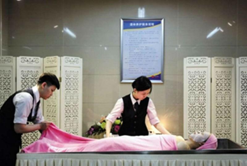 Dịch vụ làm đẹp, massage cho người chết 'gây sốt'  - ảnh 1