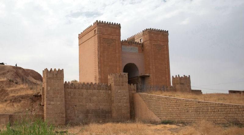 IS phá hủy cổng thành 2.000 năm tuổi ở Iraq - ảnh 1