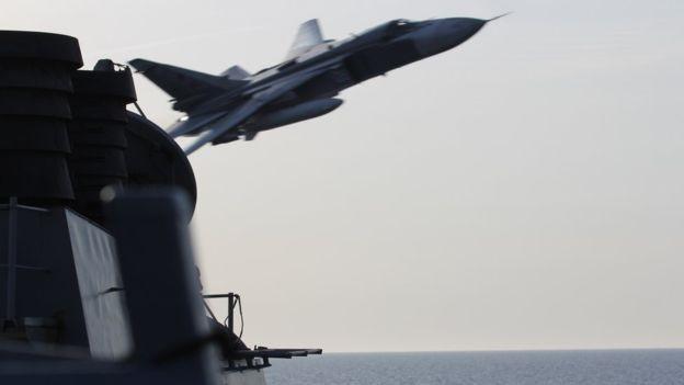 Ngoại trưởng Mỹ: Tàu chiến Mỹ đáng lẽ đã bắn hạ Su-24 Nga - ảnh 1