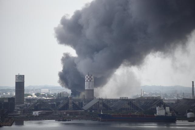 Nổ nhà máy hóa dầu làm rung chuyển thành phố ở Mexico - ảnh 1