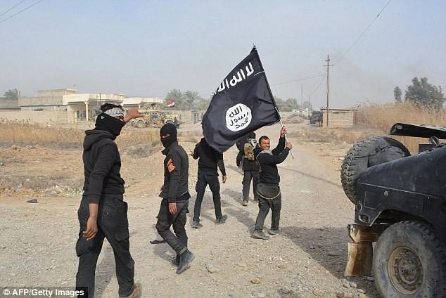 IS dùng phim quay cảnh cưỡng hiếp nô lệ để tuyển quân - ảnh 1
