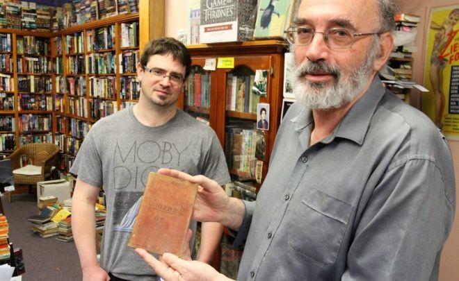 Suýt bán rẻ sách cổ hàng trăm năm với 'giá bèo' - ảnh 1