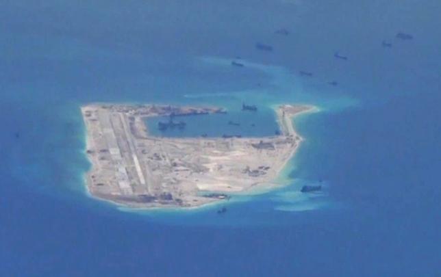Tàu chiến Mỹ áp sát đảo nhân tạo Đá Chữ thập ở biển Đông - ảnh 1