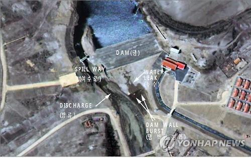 Đập thủy điện Triều Tiên vừa xây xong đã có vết nứt - ảnh 1