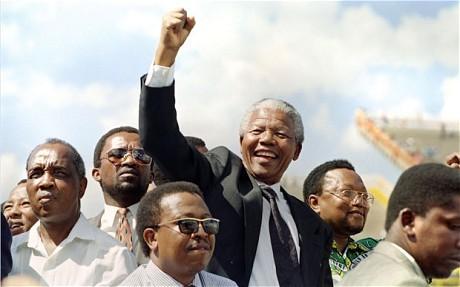 Cựu điệp viên CIA từng mật báo bắt giữ 'huyền thoại' Nelson Mandela - ảnh 1