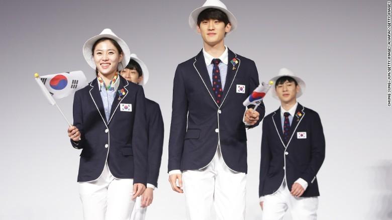 Dân mạng Trung Quốc dậy sóng vì đồng phục Olympic - ảnh 2