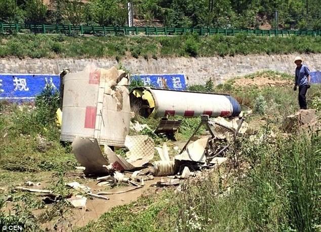 Dân Trung Quốc phẫn nộ vì mảnh vỡ tên lửa rơi trúng nhà - ảnh 1