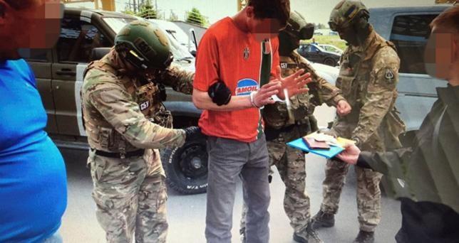 Ukraine chặn 'kho súng di động', âm mưu khủng bố Euro 2016 - ảnh 1