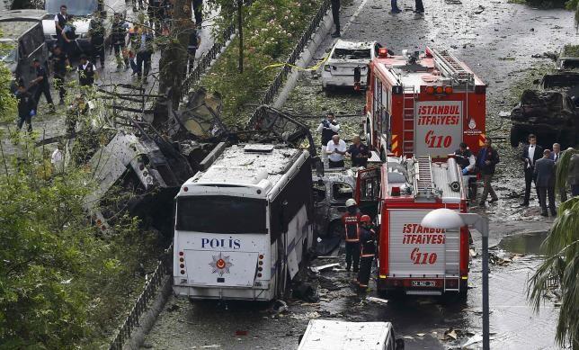 Đánh bom xe rúng động Thổ Nhĩ Kỳ, 11 người thương chết - ảnh 1