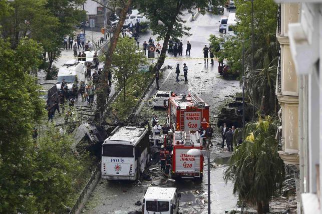 Đánh bom xe rúng động Thổ Nhĩ Kỳ, 11 người thương chết - ảnh 2