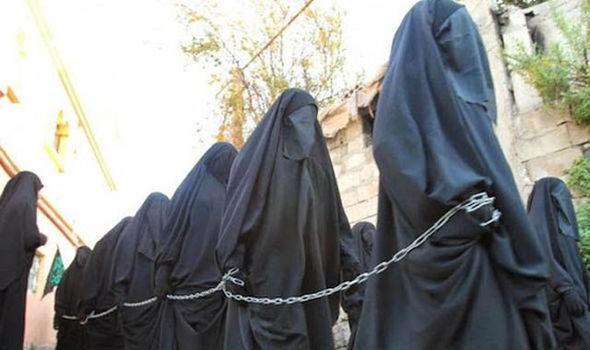 IS thiêu sống 19 phụ nữ vì dám từ chối làm nô lệ tình dục - ảnh 1