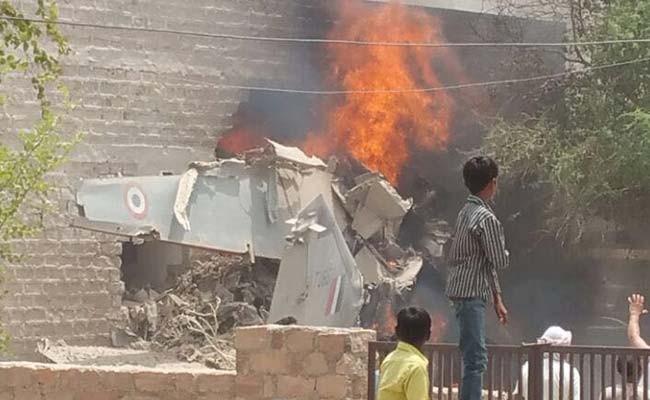 Chiến đấu cơ MiG-27 đâm xuống khu dân cư, bốc cháy - ảnh 1